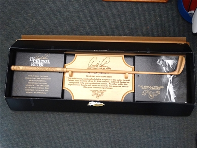 ARNOLD PALMER SIGNED WOODEN REPLICA PUTTER WITH DISPLAY - LIMITED EDITION #277 OF 1500 IN ORIGINAL PRESENTATION BOX