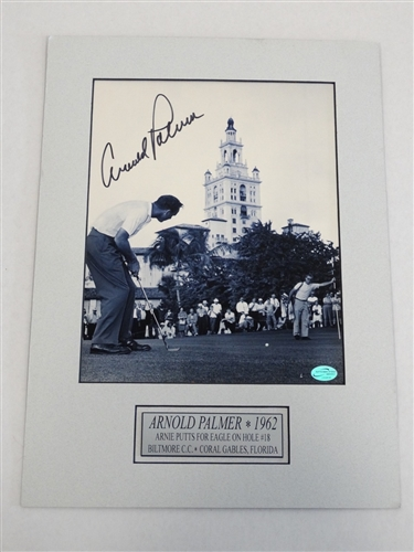 SIGNED ARNOLD PALMER PHOTO 1962- ARNIE PUTTS AT BILTMORE CC, CORAL GABLES, FLORIDA