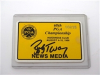 1986 NEWS MEDIA BADGE SIGNED BY BOB TWAY AT 68TH PGA CHAMPIONSHIP HELD IN INVERNESS CLUB