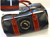 SIGNED BY ARNOLD PALMER DUFFEL BAG WITH ARNOLD PALMER NAME, HIS UMBRELLA LOGO FROM LATROBE CC