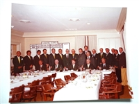 1982 PHOTO OF OFFICIAL DINNER IN AUGUSTA NATIONAL GC WITH WINNERS OF THE GREEN JACKET - DOUG FORD COLLECTION