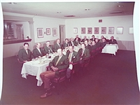 1972 PHOTO OF OFFICIAL MASTERS DINNER IN AUGUSTA NATIONAL GOLF CLUB WITH WINNERS OF THE GREEN JACKET. JACK NICKLAUS WINNER.