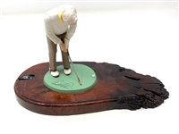 ARNOLD PALMER STATUE ON A WOODEN BASE WITH FACSIMILE SIGNATURE